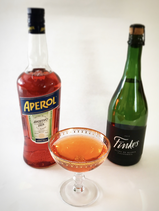 It's time to mix up your mimosa with a new brunch cocktail, the Aperol Spritz. This classic Italian cocktail is refreshing and super easy to make.